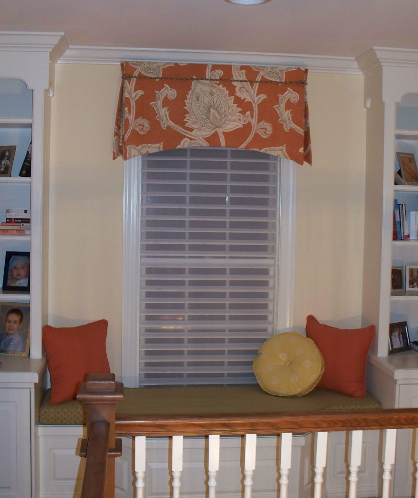 Tailored valance with arched hem